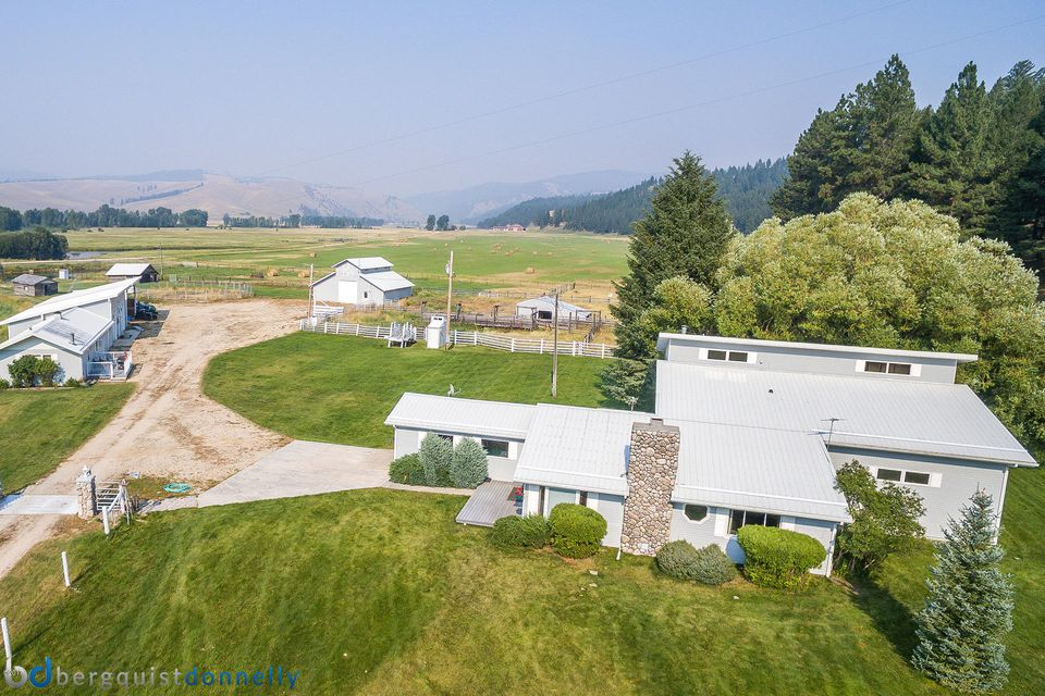 Single Family Home for Sale at 6948 Edwards Road Sula, Montana 59871 United States