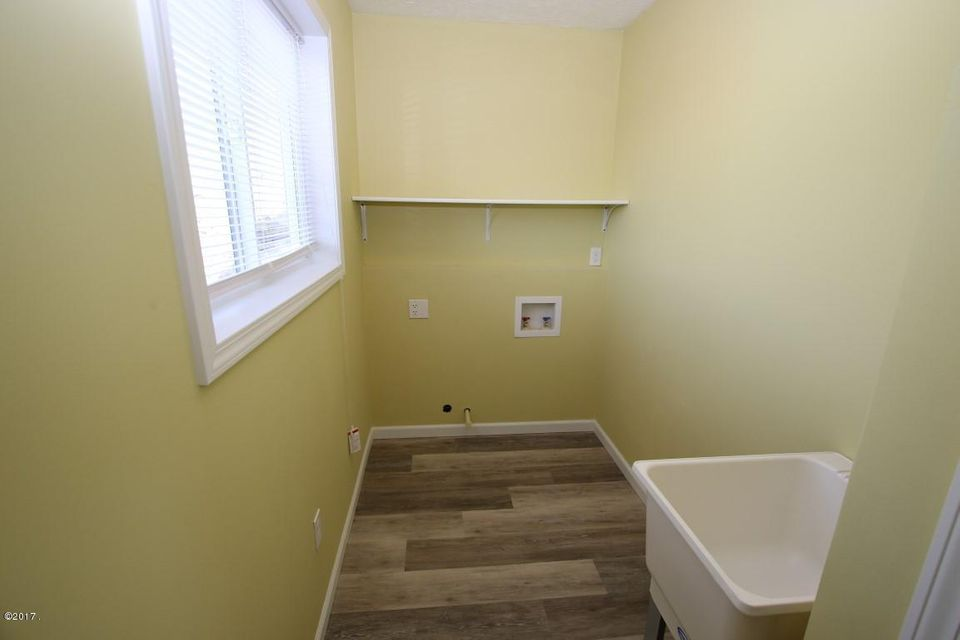 40 Katy Lane laundry room (Medium)