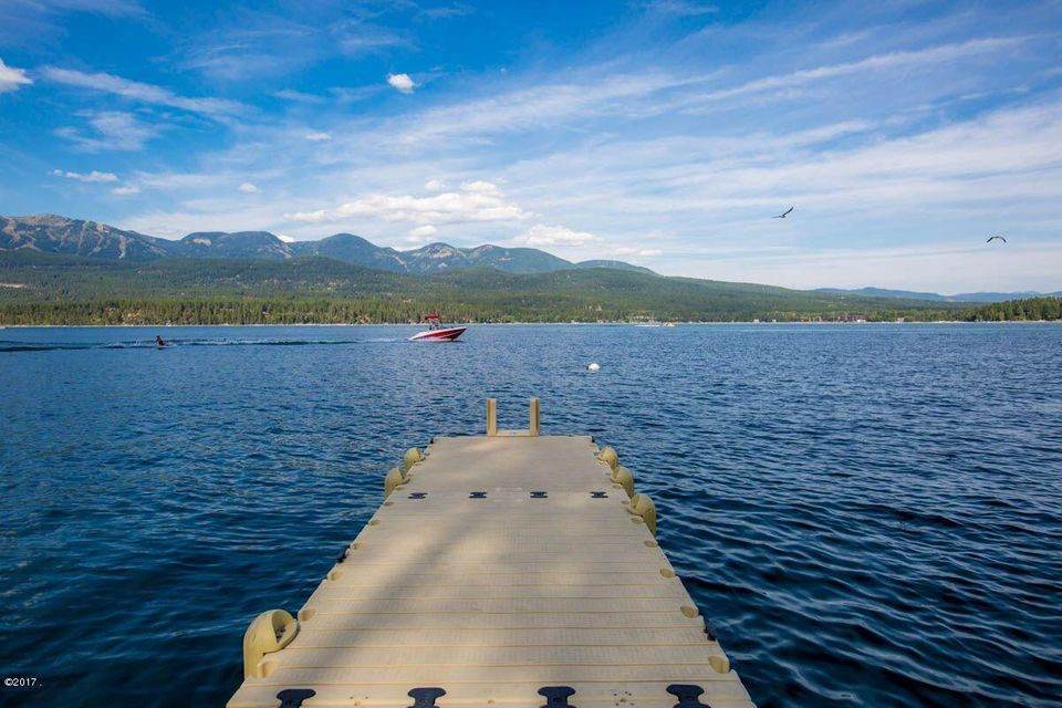 Single Family Home for Sale at 1716 West Lakeshore Drive 1716 West Lakeshore Drive Whitefish, Montana 59937 United States