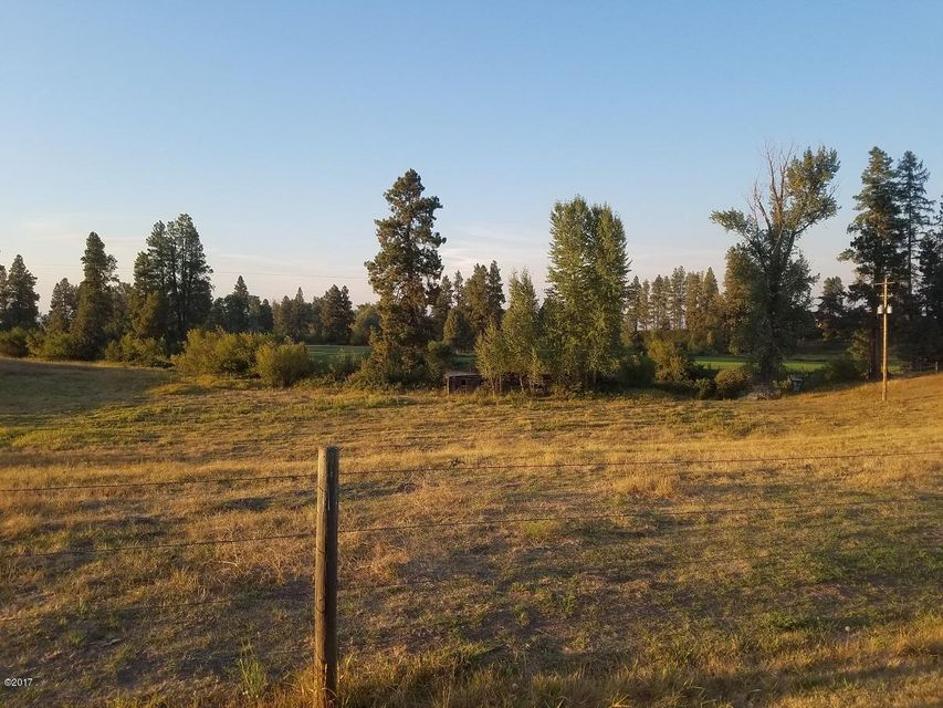 Additional photo for property listing at 851 Round Up Lane 851 Round Up Lane Kalispell, Montana 59901 United States