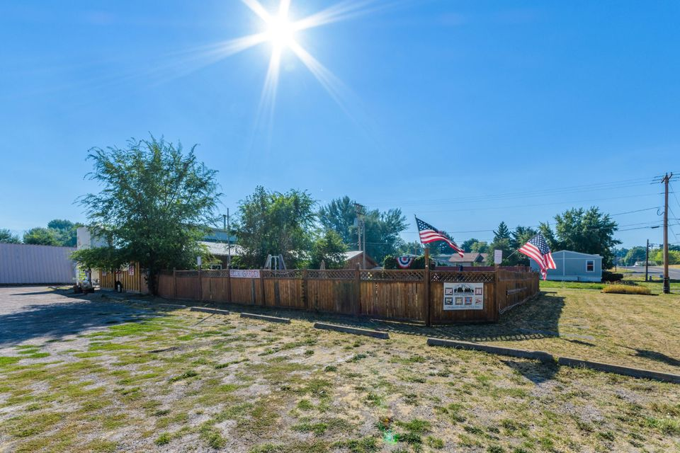 Additional photo for property listing at 6 10th Avenue 6 10th Avenue Polson, Montana 59860 United States