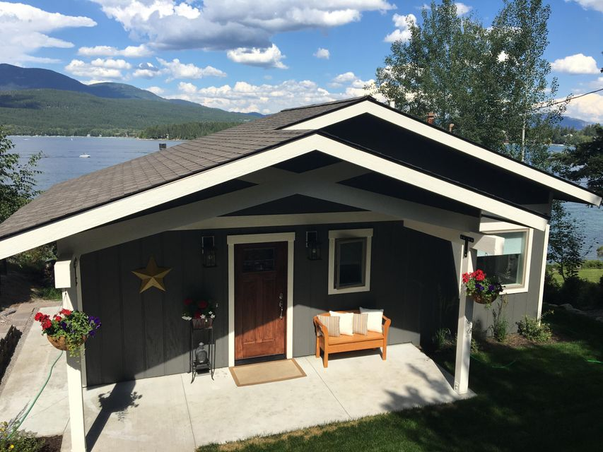 Single Family Home for Sale at 1396 West Lakeshore Drive 1396 West Lakeshore Drive Whitefish, Montana 59937 United States
