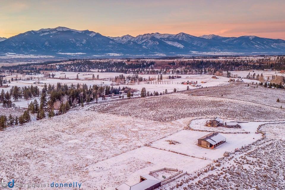 Additional photo for property listing at Beautiful Log Home in Stevensville  Stevensville, Montana,59870 Amerika Birleşik Devletleri