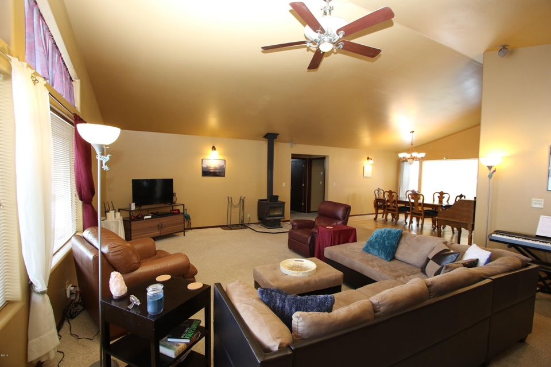 42 Tyler M. Road livingroom 4