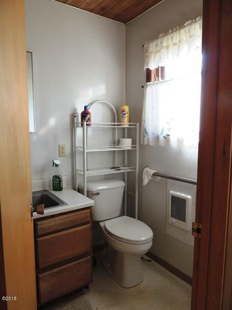 17. bathroom 2