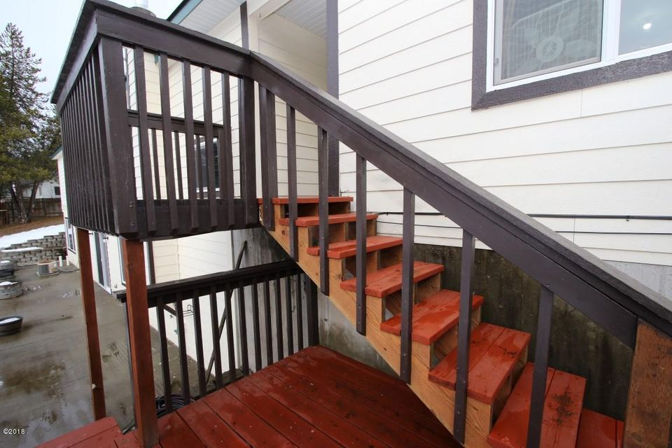 720 Southwood Court exterior stairs (Med