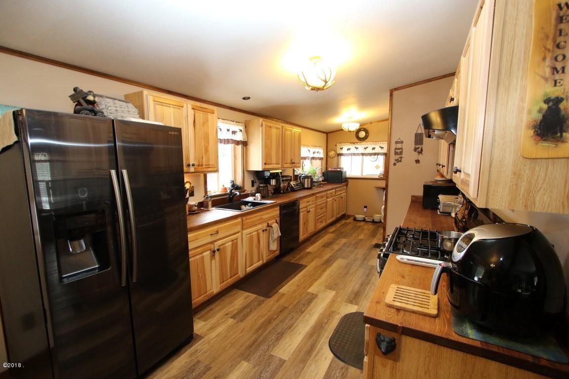 720 Southwood Court kitchen 1 (Medium)
