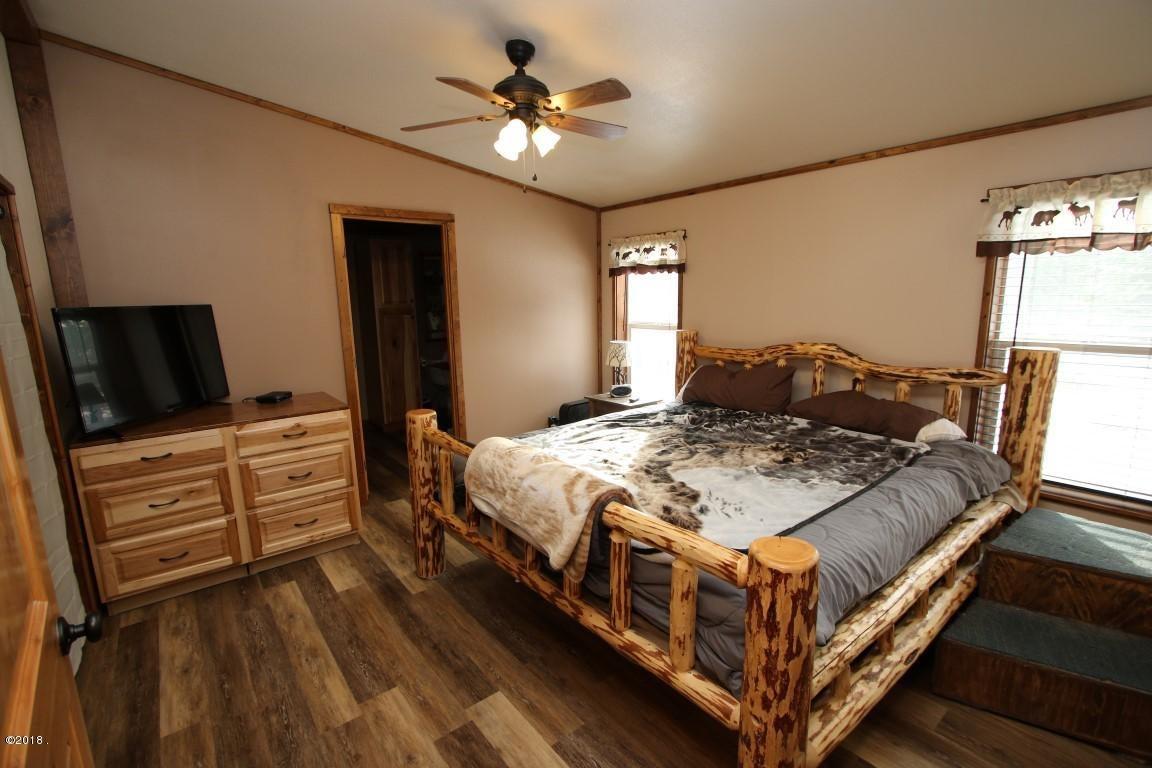 720 Southwood Court master bedroom (Medi