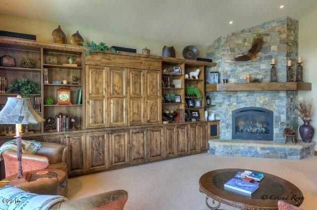 Built -in Cabinet 441.jpg