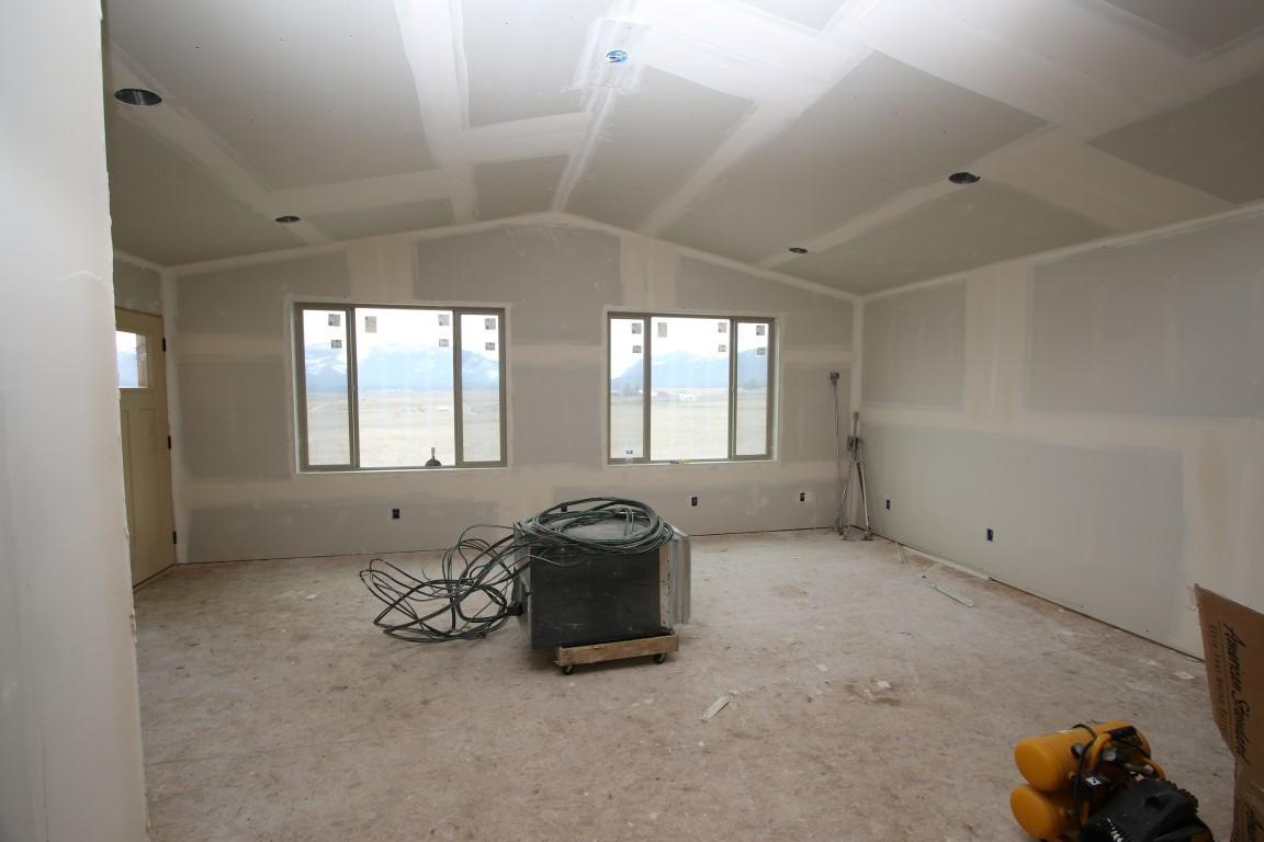 25 Blaisdell Road  livingroom (Medium)