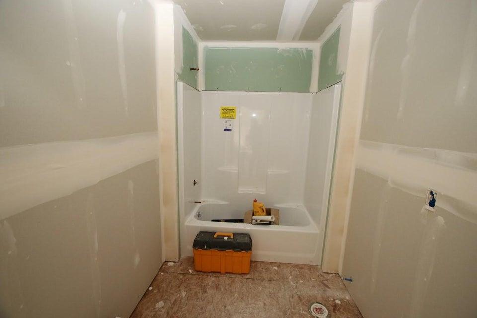 25 Blaisdell Road guest bathroom (Medium