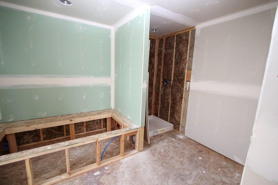 25 Blaisdell Road master bathroom 1 (Med