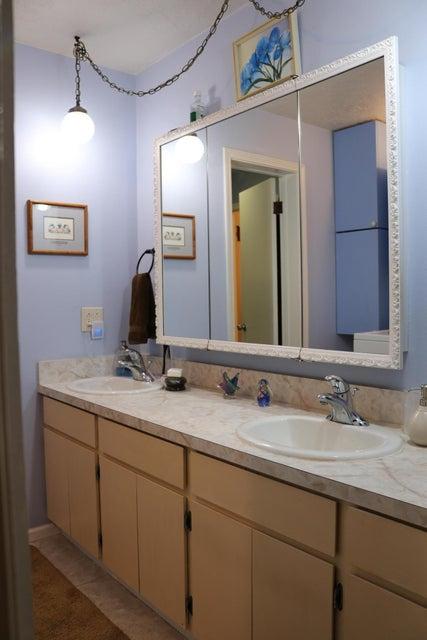 029 Upstairs Bathroom 01