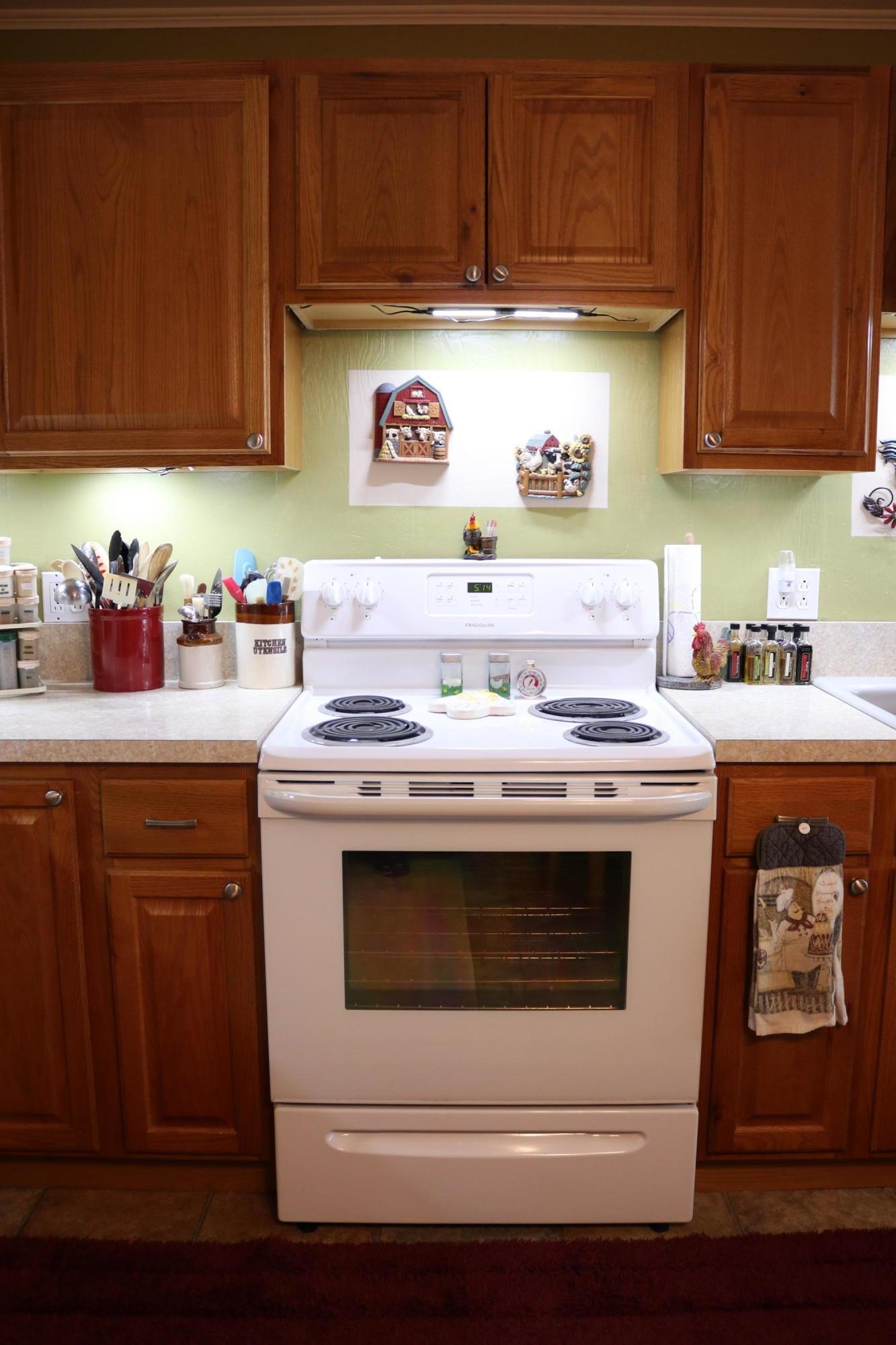 045 Downstairs Kitchen 04