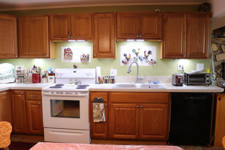 046 Downstairs Kitchen 05