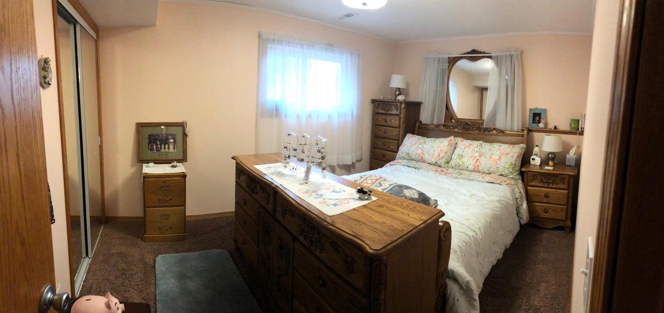 049 Downstairs Bedroom 010