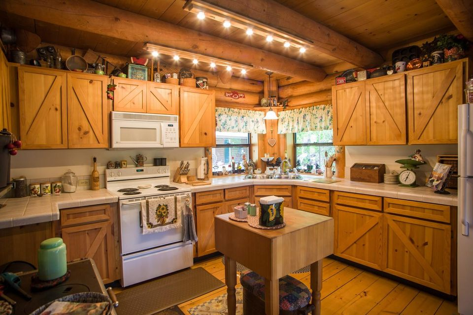 20 - Cozy Country kitchen
