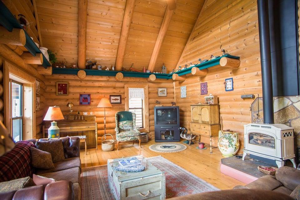 24 - Livingroom
