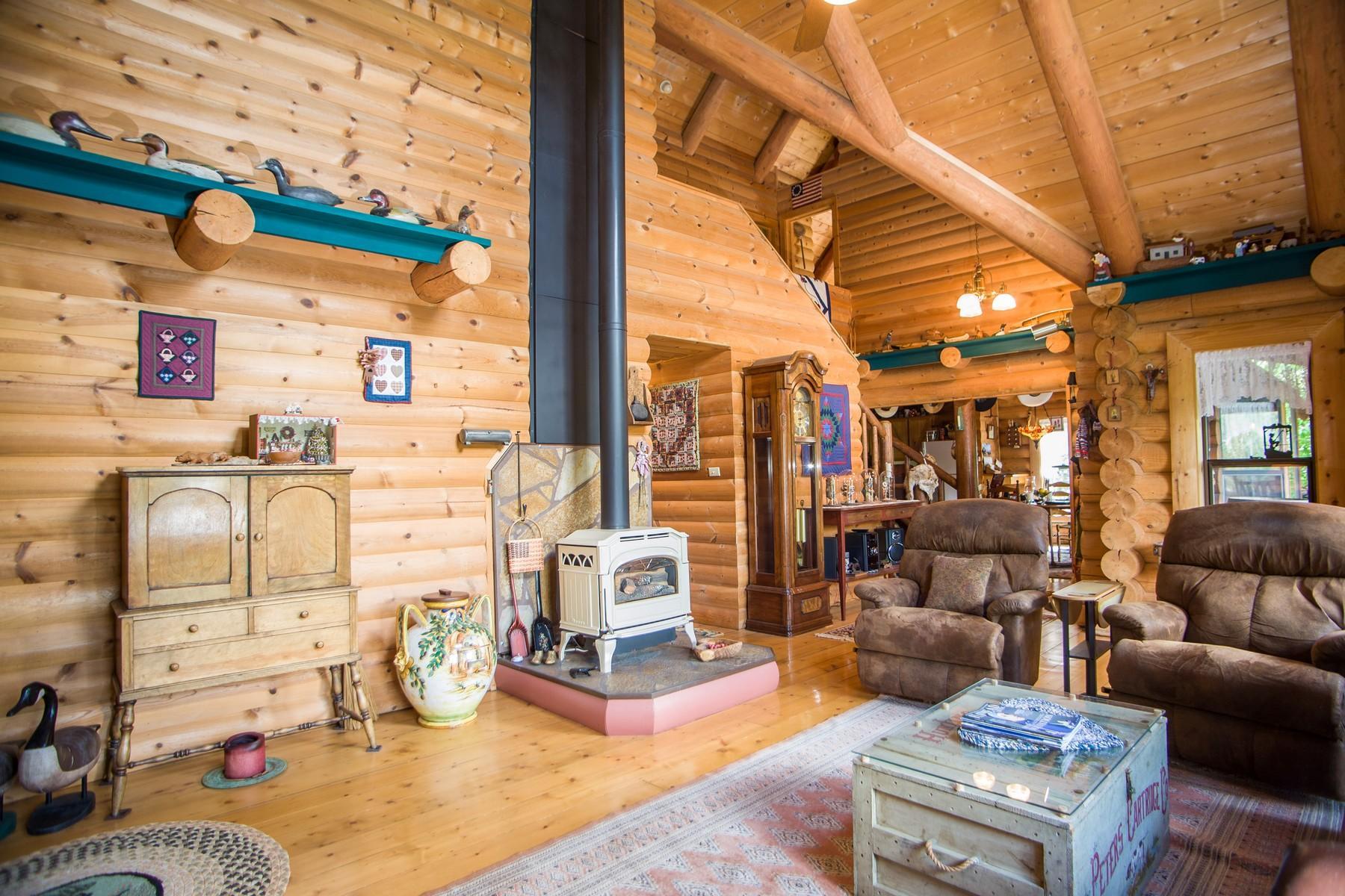 26 - Livingroom to kithcen