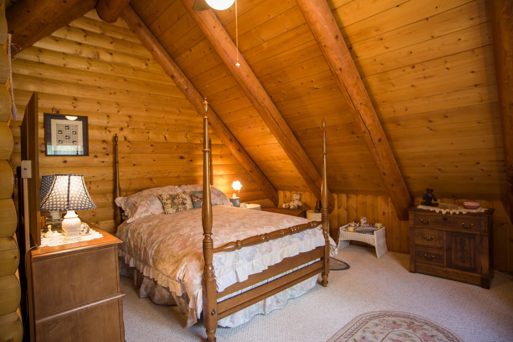 33 -  Upstairs guest bedroom