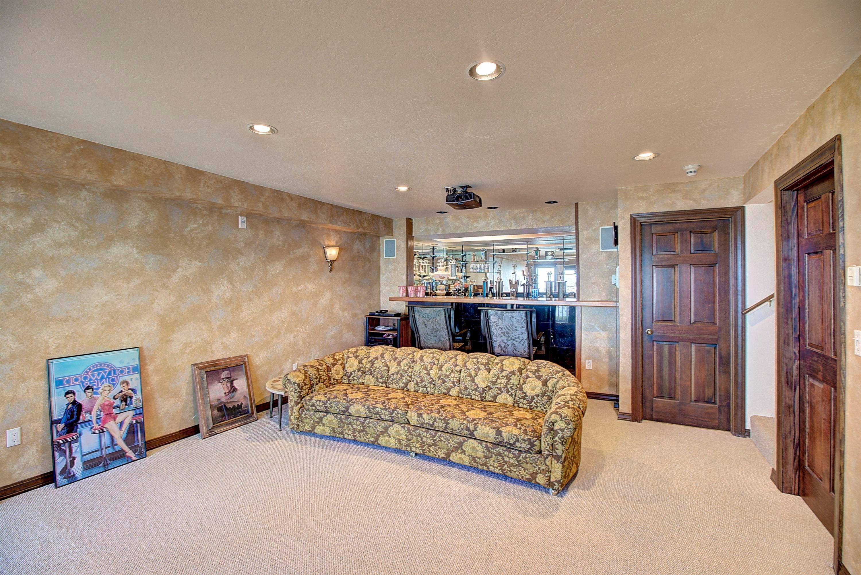 058_Family Room