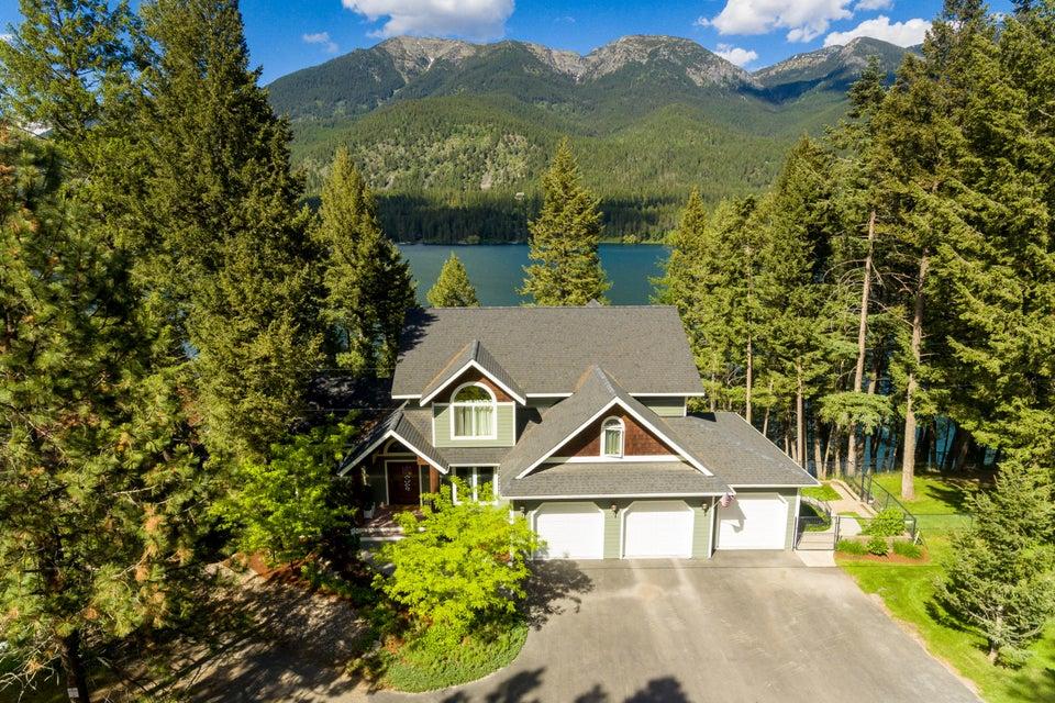 Luxury Lakefront Living