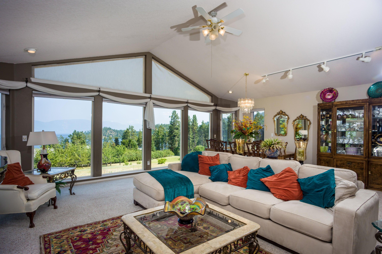 Living Area views to the Lake