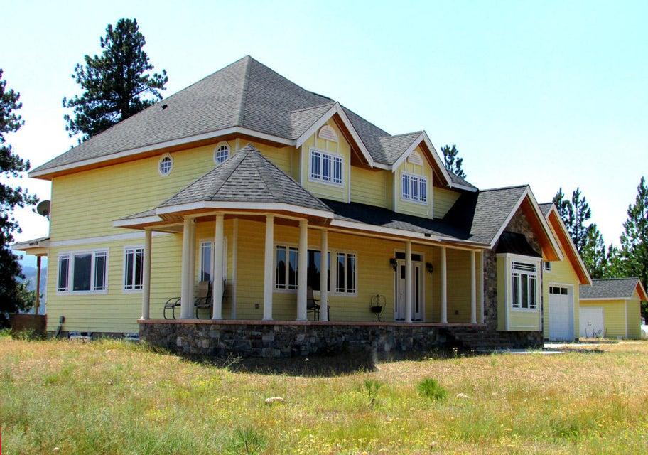 Convenient Luxury Home on Acreage
