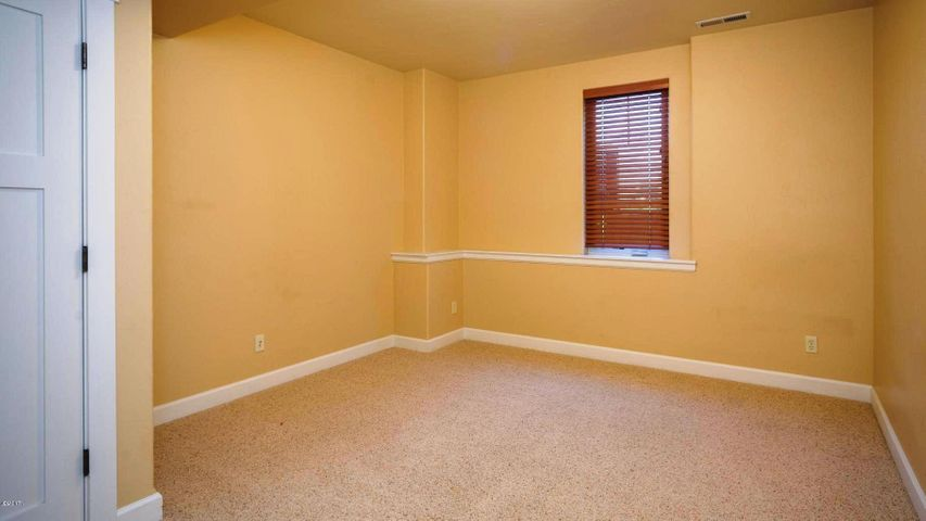 2nd bedroom LL