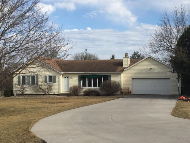 2670 SAMUEL CLEMENS RD, Muscatine, IA 52761
