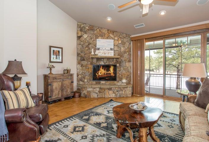 Photo of 1483 E Castle Hills Drive, Flagstaff, AZ 86005
