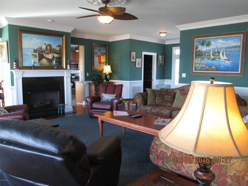 W. Long Beach Real Estate - http://cdn.resize.sparkplatform.com/ncr/1024x768/true/20160309212734674689000000-o.jpg