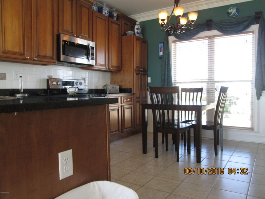 W. Long Beach Real Estate - http://cdn.resize.sparkplatform.com/ncr/1024x768/true/20160309212916083911000000-o.jpg