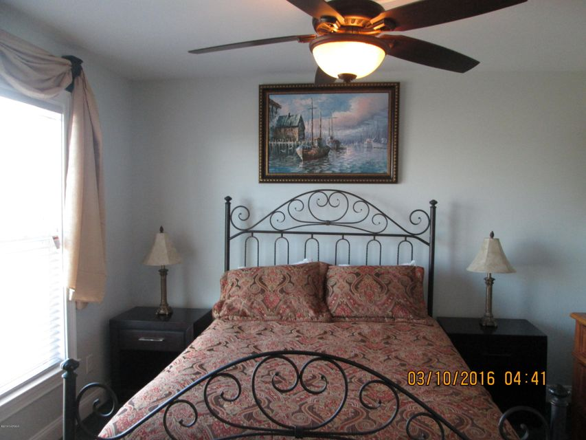 W. Long Beach Real Estate - http://cdn.resize.sparkplatform.com/ncr/1024x768/true/20160309213454259354000000-o.jpg