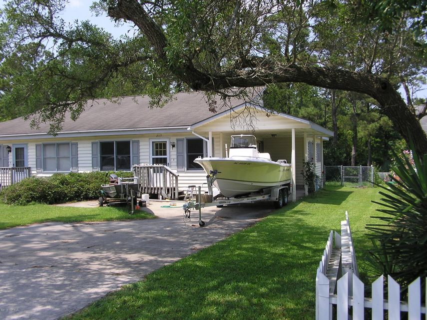 2215 Lennoxville Road, Beaufort, NC 28516