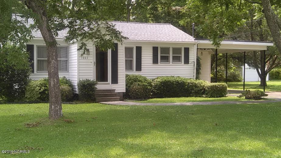 1607 New Bern Street, Newport, NC 28570