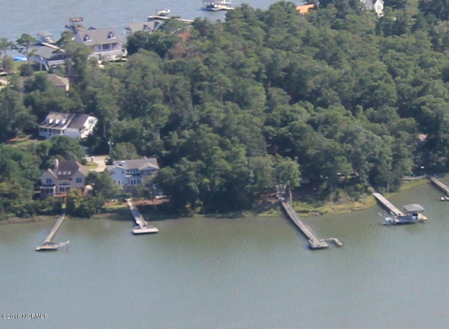 823 Chadwick Shores Drive, Sneads Ferry, NC 28460