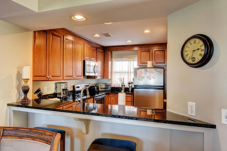Wrightsville Shore Townhouse Real Estate - http://cdn.resize.sparkplatform.com/ncr/1024x768/true/20160816174034467122000000-o.jpg