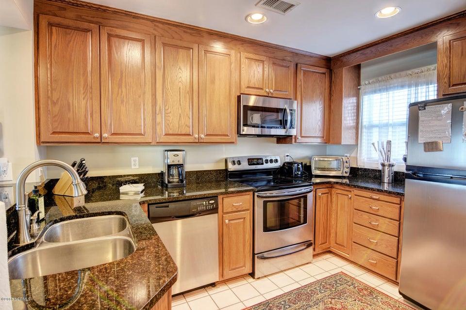 Wrightsville Shore Townhouse Real Estate - http://cdn.resize.sparkplatform.com/ncr/1024x768/true/20160816174036569294000000-o.jpg
