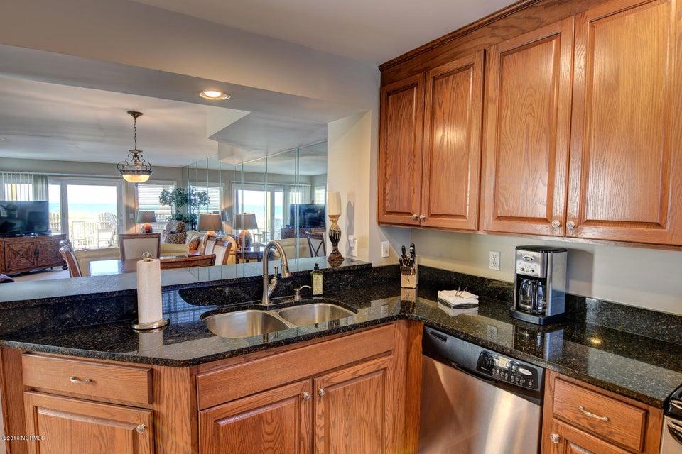 Wrightsville Shore Townhouse Real Estate - http://cdn.resize.sparkplatform.com/ncr/1024x768/true/20160816174038248907000000-o.jpg