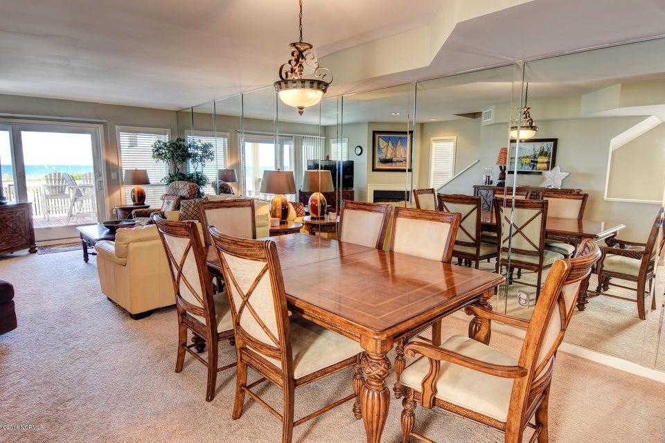 Wrightsville Shore Townhouse Real Estate - http://cdn.resize.sparkplatform.com/ncr/1024x768/true/20160816174040333544000000-o.jpg