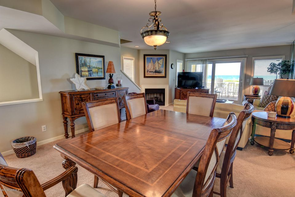 Wrightsville Shore Townhouse Real Estate - http://cdn.resize.sparkplatform.com/ncr/1024x768/true/20160816174041709113000000-o.jpg