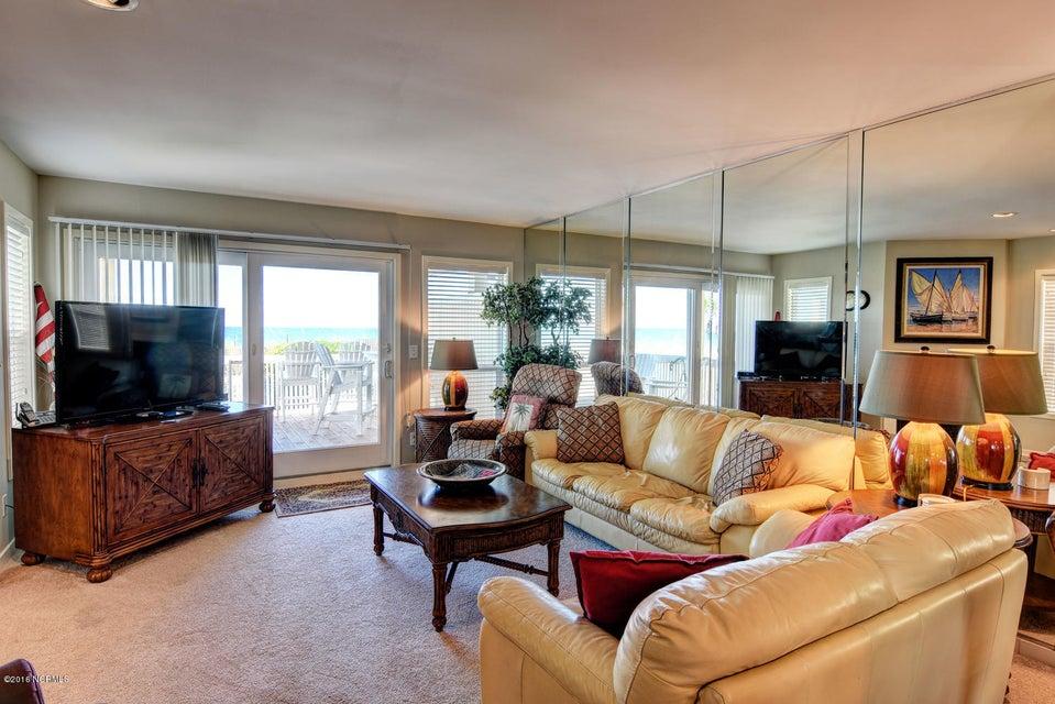 Wrightsville Shore Townhouse Real Estate - http://cdn.resize.sparkplatform.com/ncr/1024x768/true/20160816174046119707000000-o.jpg