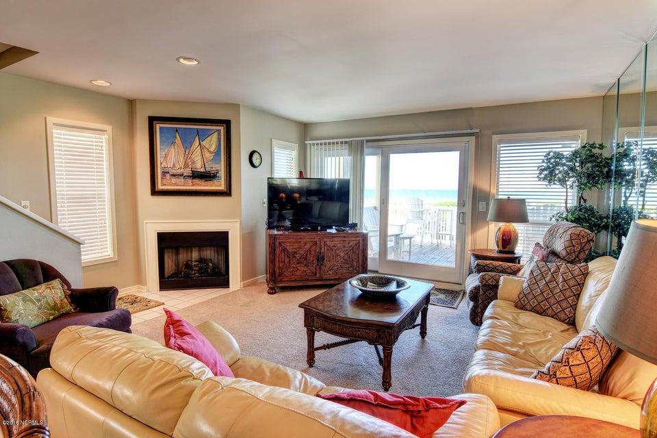 Wrightsville Shore Townhouse Real Estate - http://cdn.resize.sparkplatform.com/ncr/1024x768/true/20160816174047749692000000-o.jpg