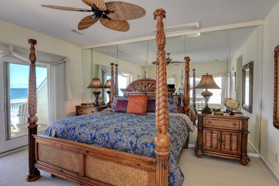 Wrightsville Shore Townhouse Real Estate - http://cdn.resize.sparkplatform.com/ncr/1024x768/true/20160816174129590332000000-o.jpg