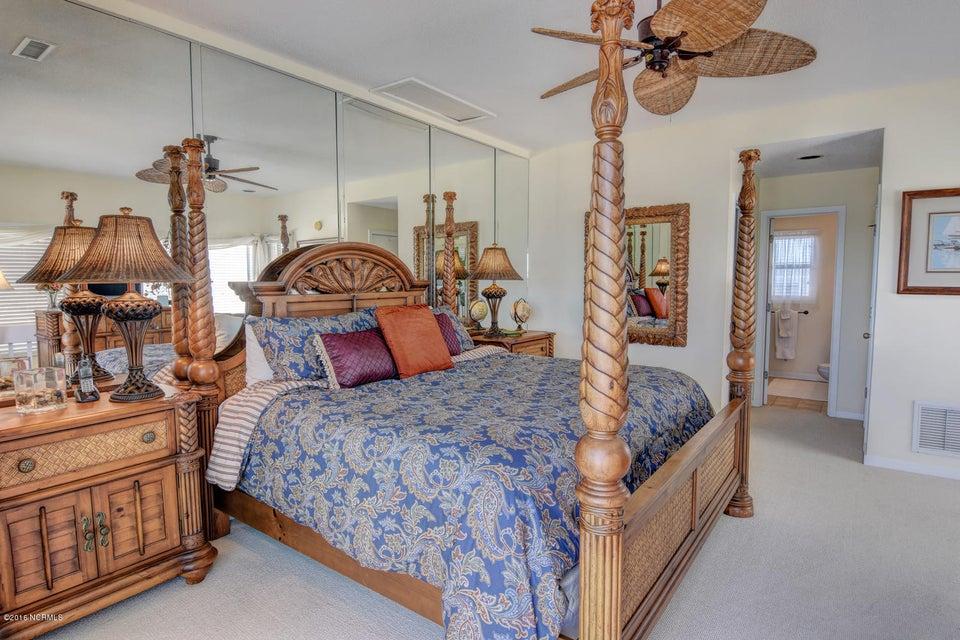 Wrightsville Shore Townhouse Real Estate - http://cdn.resize.sparkplatform.com/ncr/1024x768/true/20160816174131037779000000-o.jpg