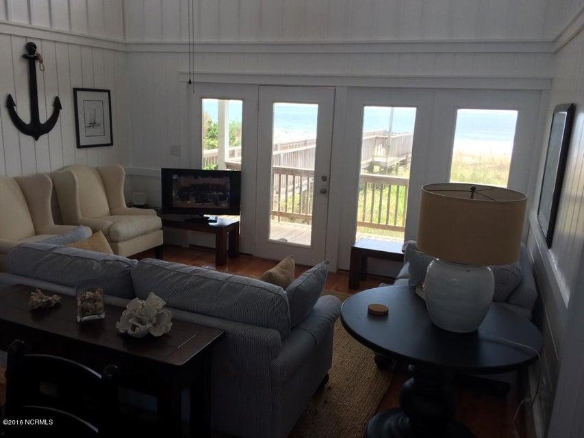 Colonial Beach Real Estate - http://cdn.resize.sparkplatform.com/ncr/1024x768/true/20160829210056045608000000-o.jpg