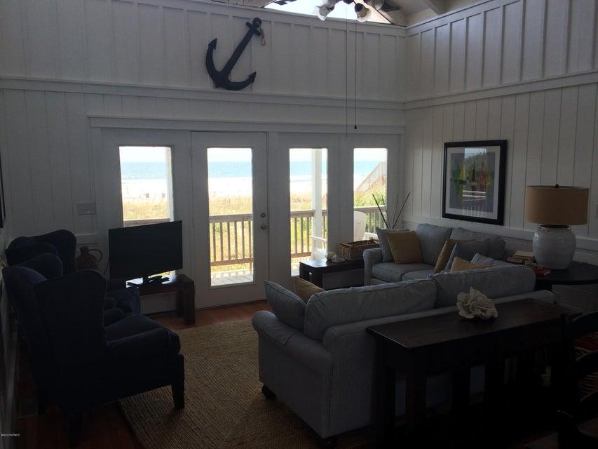Colonial Beach Real Estate - http://cdn.resize.sparkplatform.com/ncr/1024x768/true/20160830140622294672000000-o.jpg