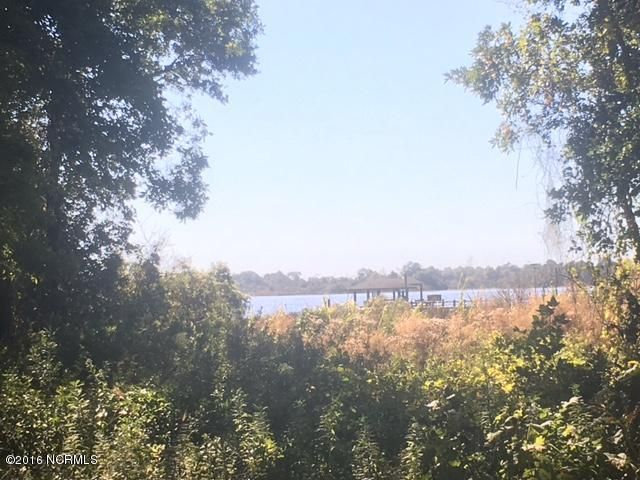 1043 Chadwick Shores Drive, Sneads Ferry, NC 28460