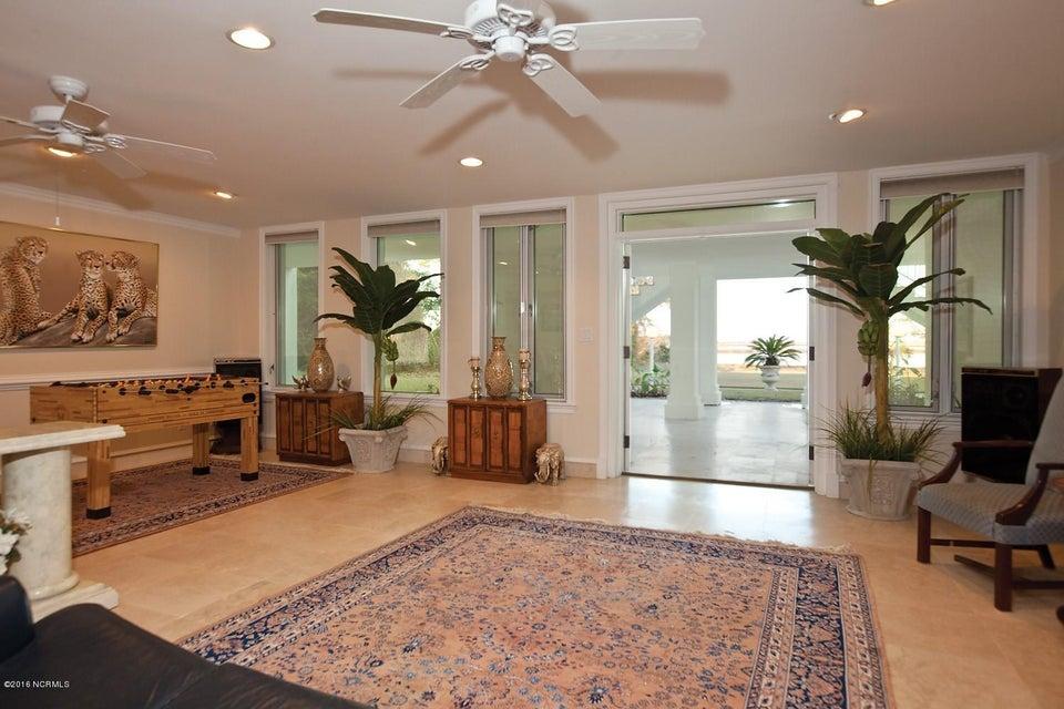 Masonboro Sound Real Estate - http://cdn.resize.sparkplatform.com/ncr/1024x768/true/20161119134350674309000000-o.jpg